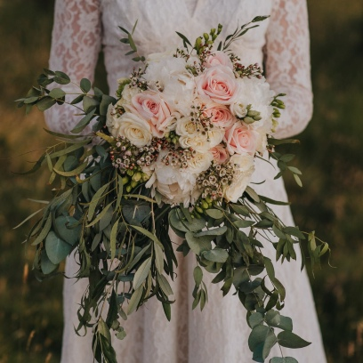 Alice and her romantic, waterfall bouquet